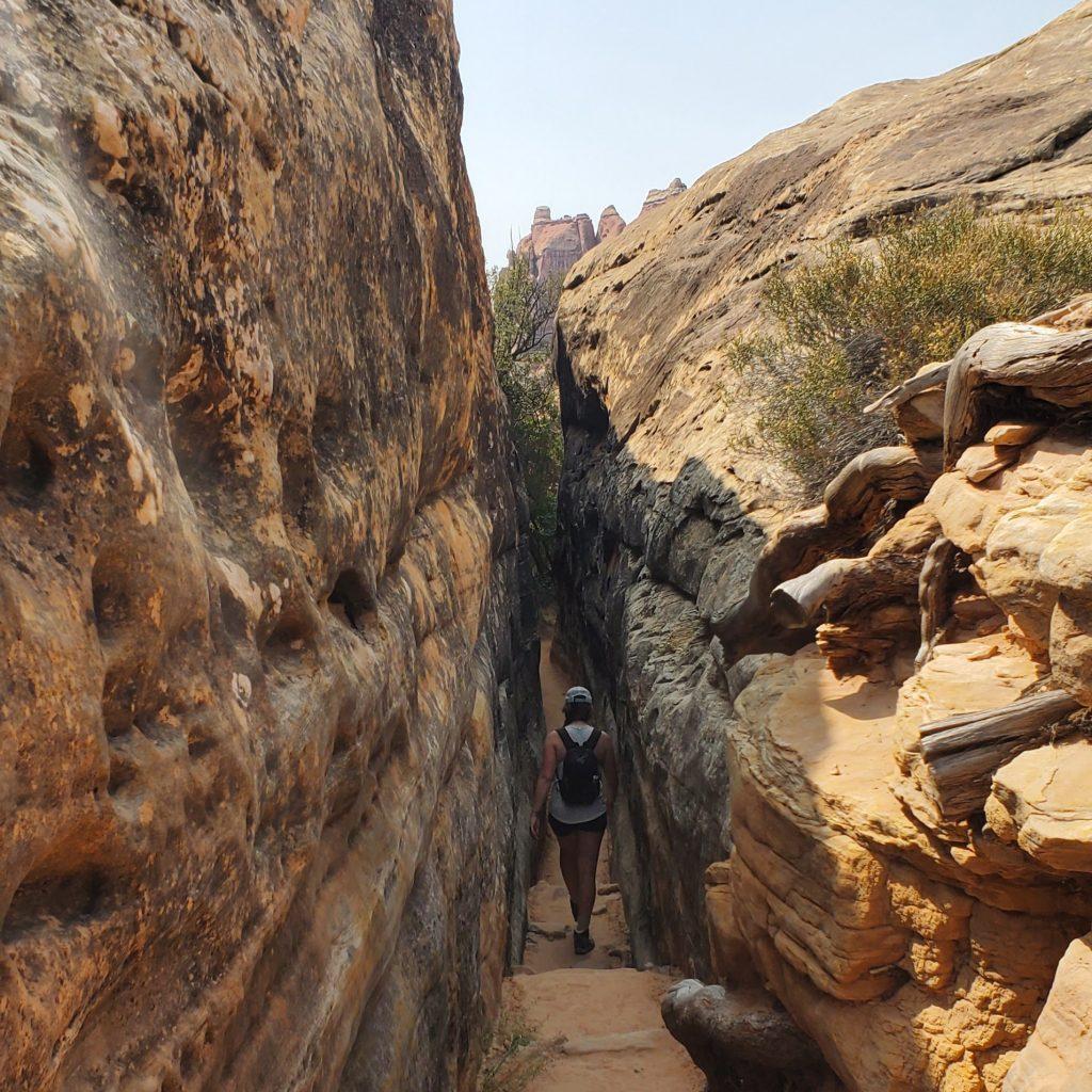needles hike entrance